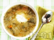 Постна супа от коприва, с лук, моркови, домати от консерва, фиде и застройка от кисело мляко и яйце